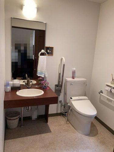 ラウンジ側トイレ